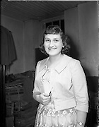 20/03/1959<br /> 03/20/1959<br /> 20 March 1959<br /> Gael Linn singing competition and concert at Dungannon, Co. Tyrone.<br /> Miss Margaret Dynes, 28 Church Street, Dungannon, Co. Tyrone, winner of the £10 first prize in the Gel-Linn Singing Competition held in St. Patrick's Hall, Dungannon.