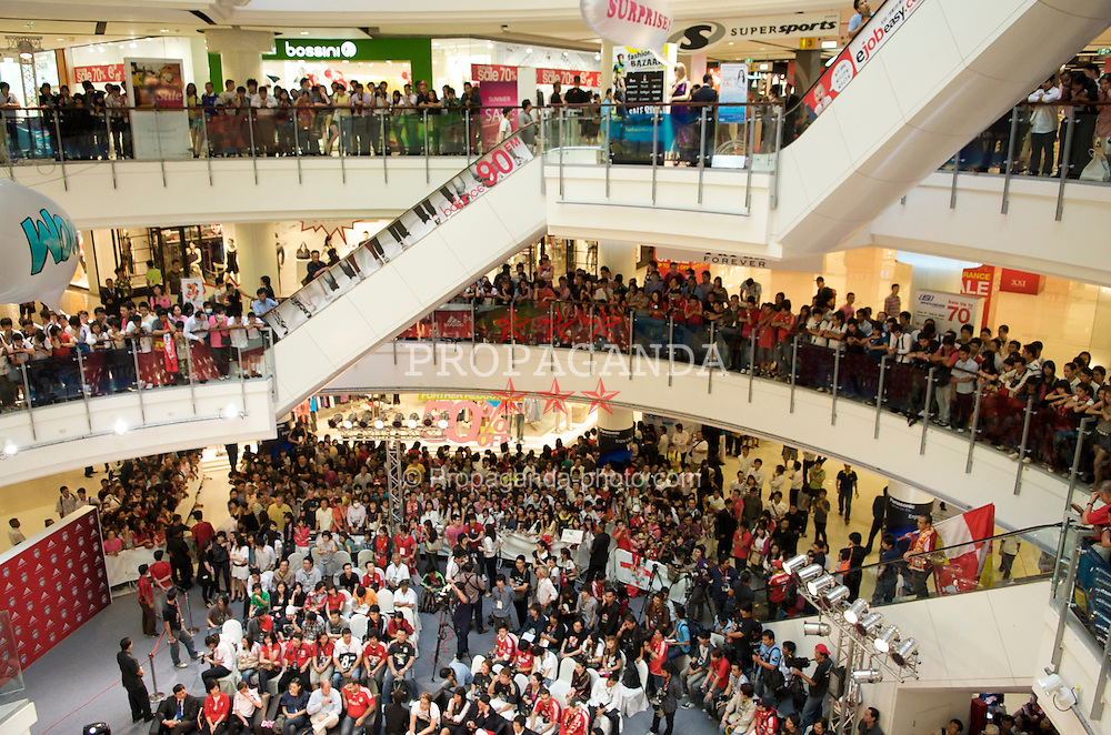 BANGKOK, THAILAND - Tuesday, July 21, 2009: Thai Liverpool supporters turn out in force to see the players during a promotional visit to CentralWorld shopping centre in Bangkok to promote an Adidas shop. (Pic by David Rawcliffe/Propaganda)
