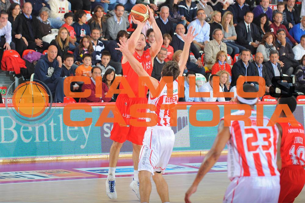 DESCRIZIONE : Teramo Lega A 2010-11 Armani Jeans Milano Banca Tercas Teramo<br /> GIOCATORE : Jonas Maciulis<br /> SQUADRA : Banca Tercas Milano Armani Jeans Milano<br /> EVENTO : Campionato Lega A 2010-2011 <br /> GARA : Armani Jeans Milano Banca Tercas Teramo<br /> DATA : 16/10/2010<br /> CATEGORIA : Tiro<br /> SPORT : Pallacanestro <br /> AUTORE : Agenzia Ciamillo-Castoria/GiulioCiamillo<br /> Galleria : Lega Basket A 2010-2011 <br /> Fotonotizia : Teramo Lega A 2010-11 Armani Jeans Milano Banca Tercas Teramo<br /> Predefinita :