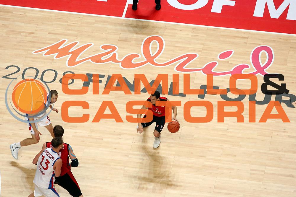 DESCRIZIONE : Madrid Eurolega 2007-08 Final Four Semifinale Tau Vitoria Cska Mosca <br />GIOCATORE : Pablo Prigioni<br />SQUADRA : Tau Vitoria<br />EVENTO : Eurolega 2007-2008 <br />GARA : Tau Vitoria Cska Mosca <br />DATA : 02/05/2008 <br />CATEGORIA : Palleggio<br />SPORT : Pallacanestro <br />AUTORE : Agenzia Ciamillo-Castoria/G.Ciamillo