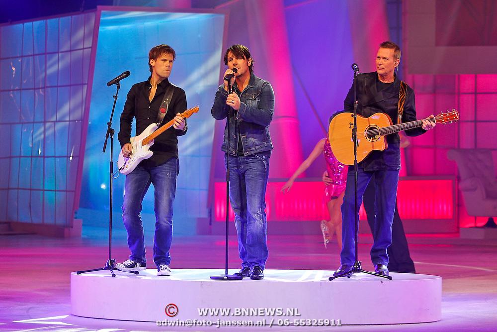 NLD/Hilversum/20110211 - 3de Liveshow SBS Sterren Dansen op het IJs 2011, optreden 3 J' s