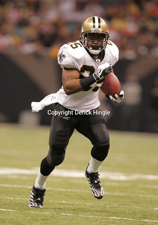 2008 October, 12: New Orleans Saints running back Reggie Bush (25) runs during the first half of a a week six regular season game between the Oakland Raiders and the New Orleans Saints at the Louisiana Superdome in New Orleans, LA.