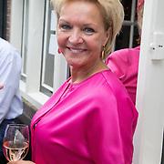 NLD/Blaricum/20160906 - Willibrord Frequin viert 75 ste verjaardag in Moeke Spijkstra, Mariska van Kolck