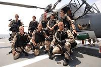 """25 SEP 2006, GOLF VON TADJURA/DJIBOUTI:<br /> Soldaten der Spezialisierten Einsatzkraefte Marine, ausgeruestet fuer """"Fast Roping"""" - das abseilen auf ein fremdes Schiffes zur Ueberpruefung - posieren fuer ein Gruppenfoto vor einem Hubschrauber Typ Sea Lynx auf der Fregatte """"Schleswig-Holstein"""". Die Fregatte ist als Flaggschiff Teil des deutschen Marinekontingents der OPERATION ENDURING FREEDOM und operiert im Seegebiet am Horn von Afrika<br /> IMAGE: 20060925-01-074<br /> KEYWORDS: Dschibuti, Bundeswehr, Marine, Soldat, Soldaten, Afrika, Africa"""