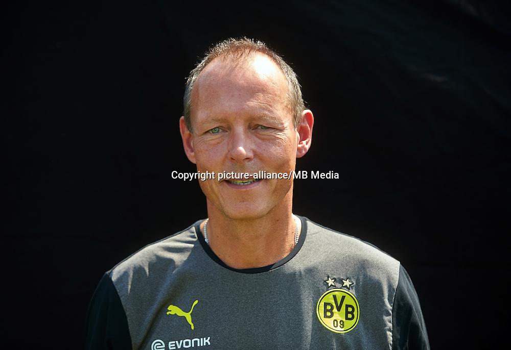 Borussia Dortmunds Zeugwart Frank Gräfen, aufgenommen am 09.07.2013 auf dem BVB-Trainingsgelände in Dortmund (Nordrhein-Westfalen) während des offiziellen Fototermins für die Saison 2013/2014. Foto: Bernd Thissen/dpa