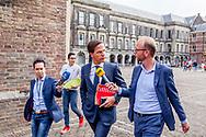 DEN HAAG - Mark Rutte (VVD) op het Binnenhof na afloop van de onderhandelingen voor de kabinetsformatie met VVD, CDA, D66 en ChristenUnie onder leiding van informateur Gerrit Zalm.  copyright robin utrecht