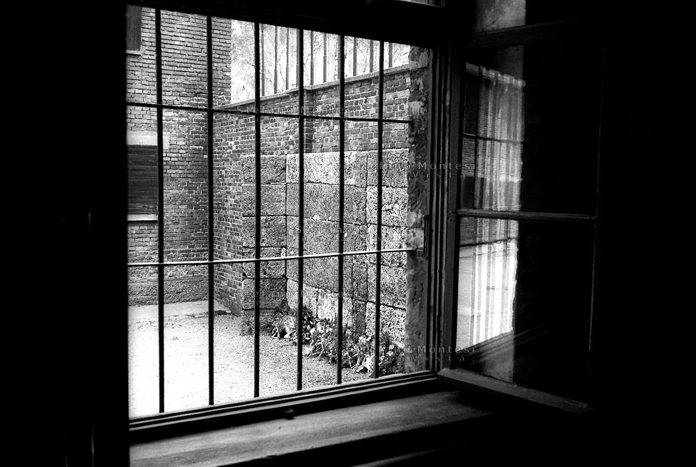Auschwitz, former Nazi death camp, in Oswiecim, Poland's Nazi-era concentration camp..In the courtyard adjacent to Block 11 (the Gestapo), the Nazis had built a wall. There were thousands of executions that took this as a backdrop wall..Nel cortile adiacente al Blocco 11 (quello della Gestapo) i nazisti avevano fatto costruire un muretto. Furono migliaia le esecuzioni sommarie che ebbero come fondale questo muretto..
