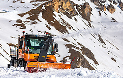 THEMENBILD - Unimog 405 mit Schneefräse beim Räumen der Strasse von den Schneemassen des Winters, aufgenommen am 20. April 2018 in Fusch an der Glocknerstrasse, Österreich // a Unimog 405 Snowblowers clearing the road from the snow of winter, Fusch an der Glocknerstrasse, Austria on 2018/04/20. EXPA Pictures © 2018, PhotoCredit: EXPA/ JFK