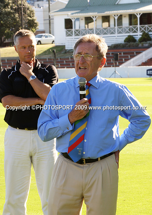 New Zealand Cricket president Don Neeley addresses the teams after the match as Cricket Wellington CEO Gavin Larsen looks on.<br /> State League final. Wellington Blaze v Canterbury Magicians at Allied Prime Basin Reserve, Wellington. Saturday, 24 January 2009. Photo: Dave Lintott/PHOTOSPORT