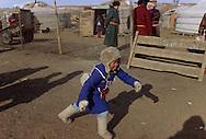 Mongolia. Winter horse race in Malah, eastern    /  arrivée des jeunes coureurs et des chevaux pour la course à Malah  /  313502/30       P0003547