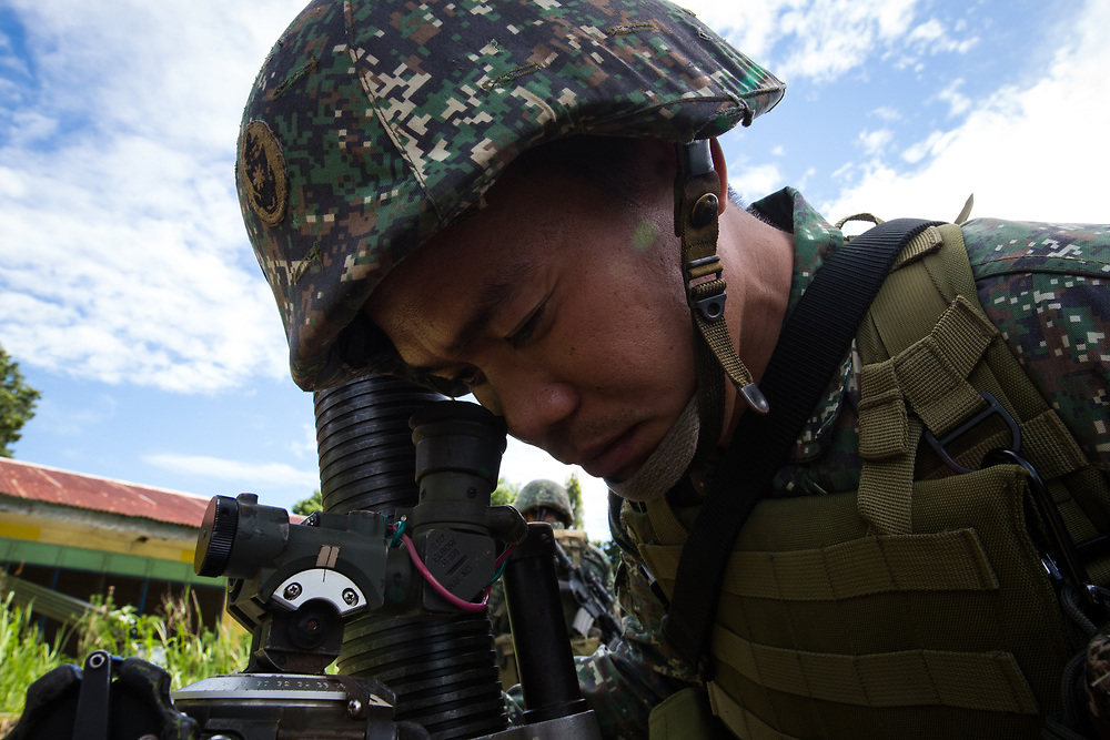 MARAWI, PHILIPPINES - JUNE 9: Philippine marines focus a mortar trying to attack remaining Islamist rebels during a heavy fight inside Marawi city, southern Philippines on June 9, 2017. Philippine military jets fired rockets at militant positions on Friday as soldiers fought to wrest control of the southern city from gunmen linked to the Islamic State group. (Photo: Richard Atrero de Guzman/NUR Photo)