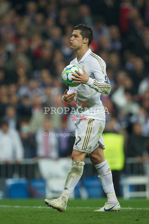 MADRID, SPAIN - Wednesday, April 25, 2012: Real Madrid's Cristiano Ronaldo prepares to take the second penalty kick of the shoot-out against FC Bayern Munchen during the UEFA Champions League Semi-Final 2nd Leg match at the Estadio Santiago Bernabeu. (Pic by David Rawcliffe/Propaganda)