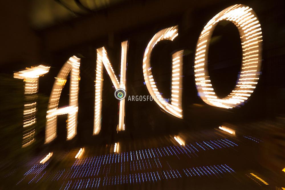 Casa de Tango em Buenos Aires, Argentina. Tangueria Tango Porteno, na calle Cerrito . O tango eh um tipo de musica e uma danca para casais. O Tango mescla o drama, a paixao, a sexualidade, a agressividade, eh sempre e totalmente triste. / The Tango Porteno House,  Buenos Aires, Argentine. Argentine tango is a social dance and musical genre. Its lyrics and music are marked by nostalgia, expressed through melodic instruments like the bandoneon.