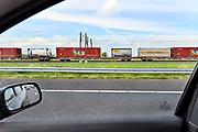 Nederland, Tiel, 12-5-2017 Een goederentrein rijdt over de betuweroute. Foto: Flip Franssen