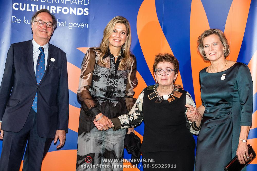 NLD/Amsterdam/20161202 - Máxima bij uitreiking Pr. Bernhard Cultuurfonds Prijs 2016, samen met Heddy Honingmann, Adriana Esmeijer and Alexander Rinnooy Kan