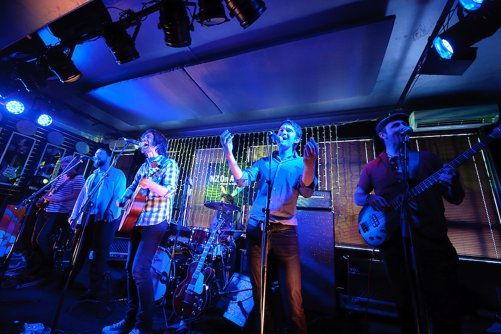 The Gareth Thomas Band perform at NZ On Air Showcase. Backbeat Bar Auckland. 10 November 2010
