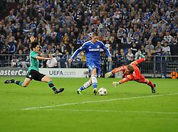 Chelsea's Fernando Torres scores his second goal of the game - Photo mandatory by-line: Joe Meredith/JMP - Tel: Mobile: 07966 386802 22/10/2013 - SPORT - FOOTBALL - Veltins-Arena - Gelsenkirchen - FC Schalke 04 v Chelsea - CHAMPIONS LEAGUE - GROUP E