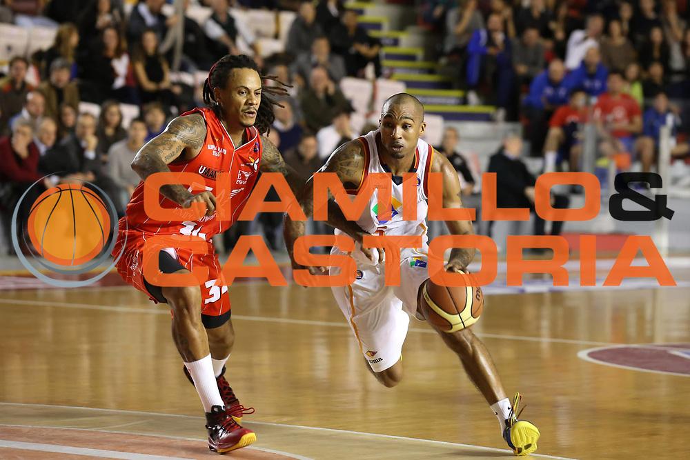 DESCRIZIONE : Roma Lega A 2013-14 Acea Virtus Roma EA7 Emporio Armani Milano<br /> GIOCATORE : Phil Goss<br /> CATEGORIA : palleggio<br /> SQUADRA : Acea Virtus Roma<br /> EVENTO : Campionato Lega A 2013-2014 <br /> GARA : Acea Virtus Roma  EA7 Emporio Armani Milano<br /> DATA : 02/12/2013<br /> SPORT : Pallacanestro <br /> AUTORE : Agenzia Ciamillo-Castoria/ElioCastoria<br /> Galleria : Lega Basket A 2013-2014  <br /> Fotonotizia : Roma Lega A 2013-14 Acea Virtus Roma EA7 Emporio Armani Milano
