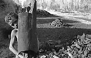Criança carvoeira - Mato Grosso do Sul, MS - 1988..Coaly child - Mato Grosso do Sul, MS - 1988..Criança carvoeira - Mato Grosso do Sul, MS - 1988..Coaly child - Mato Grosso do Sul, MS - 1988.