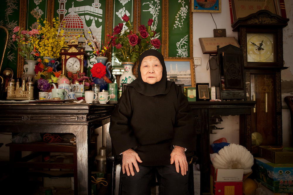 Tu Shuzheng trained over half a century ago to become a female imam. She has trained at least 70 women to become imams. She speaks of the hardships and joys of being a female imam in the past.