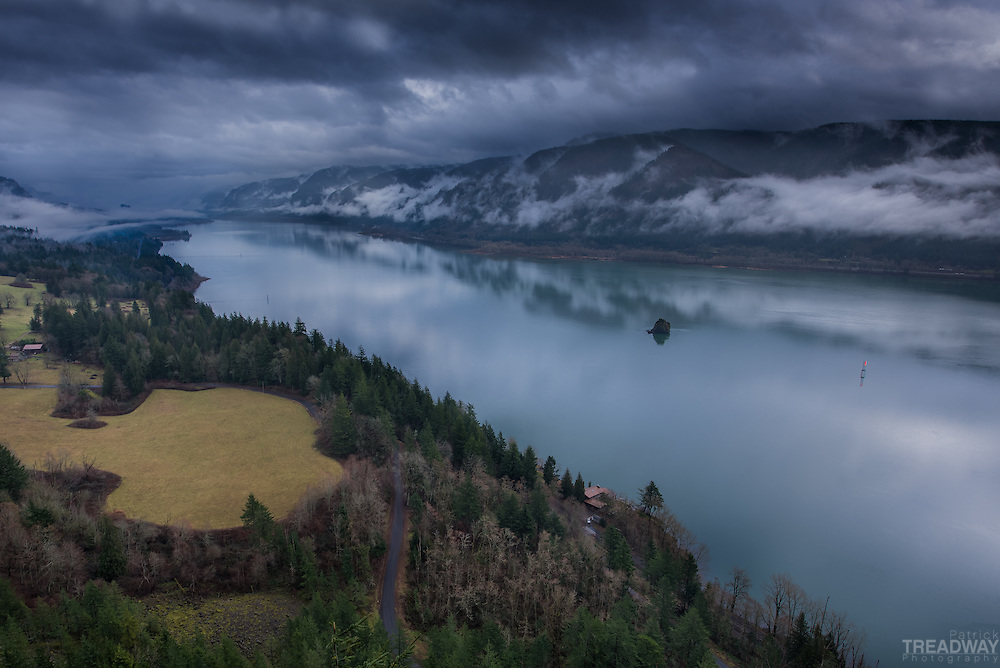 The Columbia River gorge from the Cape Horn viewpoint on Hwy 14 in Washington.