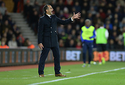 Everton Manager, Roberto Martinez gves his players directions. - Photo mandatory by-line: Alex James/JMP - Mobile: 07966 386802 - 20/12/2014 - SPORT - Football - Southampton  - St Mary's Stadium - Southampton  v Everton - Football