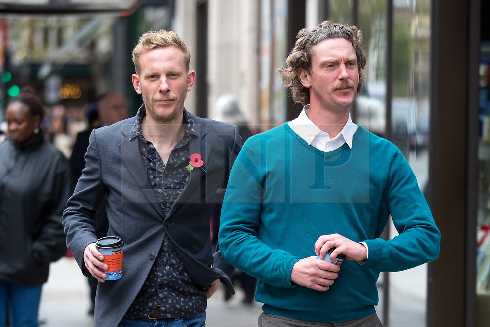 © Licensed to London News Pictures. 08/11/2017. London, UK. Laurence Fox (left) and brother Robin Fox (right) arriving at the Central Family Court today. Photo credit : Tom Nicholson/LNP