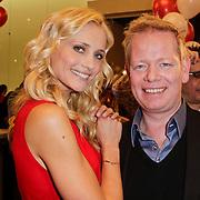 NLD/Amstelveen/20120216 - Presentatie Charityarmband Rode Kruis, Yfke Sturm en John Lukken