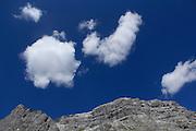 St. Antönien (1420 m) im Prättigau ist ein Wander - und Skiparadies im Graubünden. Hier stehen die grössten Lawinenverbauungen der Schweiz. © Romano P. Riedo ..