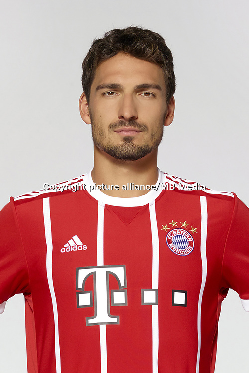 German Bundesliga, official photocall FC Bayern Munich for season 2017/18 in Munich, Germany: Mats Hummels.  Foto: Peter Kneffel/dpa | usage worldwide