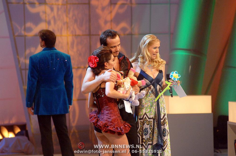 NLD/Hilversum/20070302 - 8e Live uitzending SBS Sterrendansen op het IJs 2007, Geert Hoes en schaatspartner Sherri Kennedy, Nance Coolen