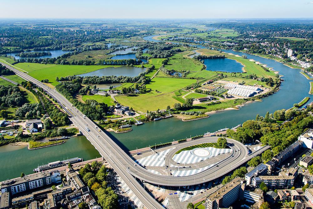 Nederland, Gelderland, Arnhem, 30-09-2015; Nelson Mandelabrug (Roermondsepleinbrug) over de Nederrijn bij Arnhem. Zicht op uiterwaarden van Stadsblokken-Meinerswijk.<br /> Nelson Mandela Bridge crossing the Lower Rhine at Arnhem.<br /> luchtfoto (toeslag op standard tarieven);<br /> aerial photo (additional fee required);<br /> copyright foto/photo Siebe Swart
