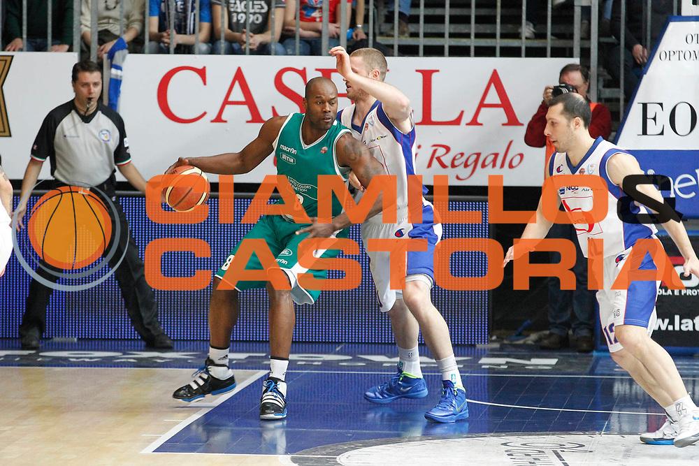 DESCRIZIONE : Cantu Campionato Lega A 2011-12 Bennet Cantu Benetton Treviso<br /> GIOCATORE : Marcus Goree<br /> CATEGORIA : Palleggio<br /> SQUADRA : Benetton Treviso<br /> EVENTO : Campionato Lega A 2011-2012<br /> GARA : Bennet Cantu Benetton Treviso<br /> DATA : 26/02/2012<br /> SPORT : Pallacanestro<br /> AUTORE : Agenzia Ciamillo-Castoria/G.Cottini<br /> Galleria : Lega Basket A 2011-2012<br /> Fotonotizia : Cantu Campionato Lega A 2011-12 Bennet Cantu Benetton Treviso<br /> Predefinita :