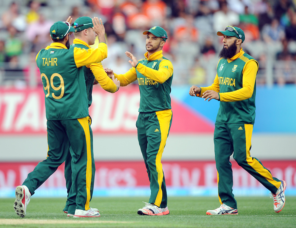 South Africa's JP Duminy, centre, after taking the catch to dismiss Pakistan's Shahid Afridi for 22 in the ICC Cricket World Cup at Eden Park, Auckland, New Zealand, Saturday, March 07, 2015. Credit:SNPA / Ross Setford