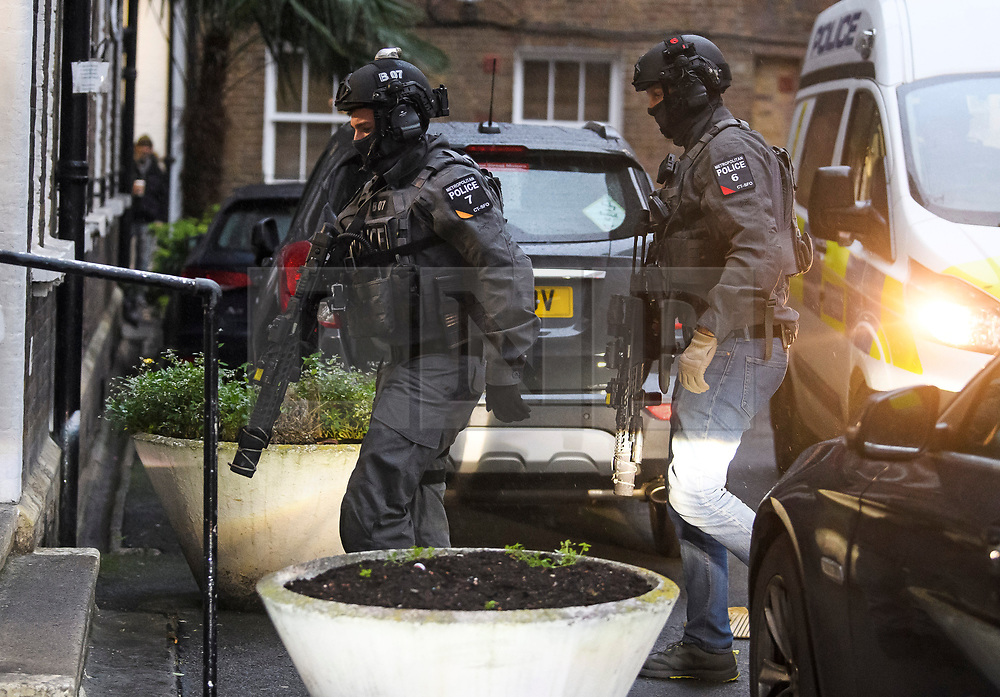 © Licensed to London News Pictures. 19/11/2018. London, UK. Counter terrorism police are seen in what is believed to be a raid in central  London. Photo credit: Ben Cawthra/LNP