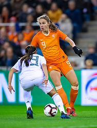 05-04-2019 NED: Netherlands - Mexico, Arnhem<br /> Friendly match in GelreDome Arnhem. Netherlands win 2-0 / Vivianne Miedema #9 of The Netherlands, Arianna Romero #13 of Mexico