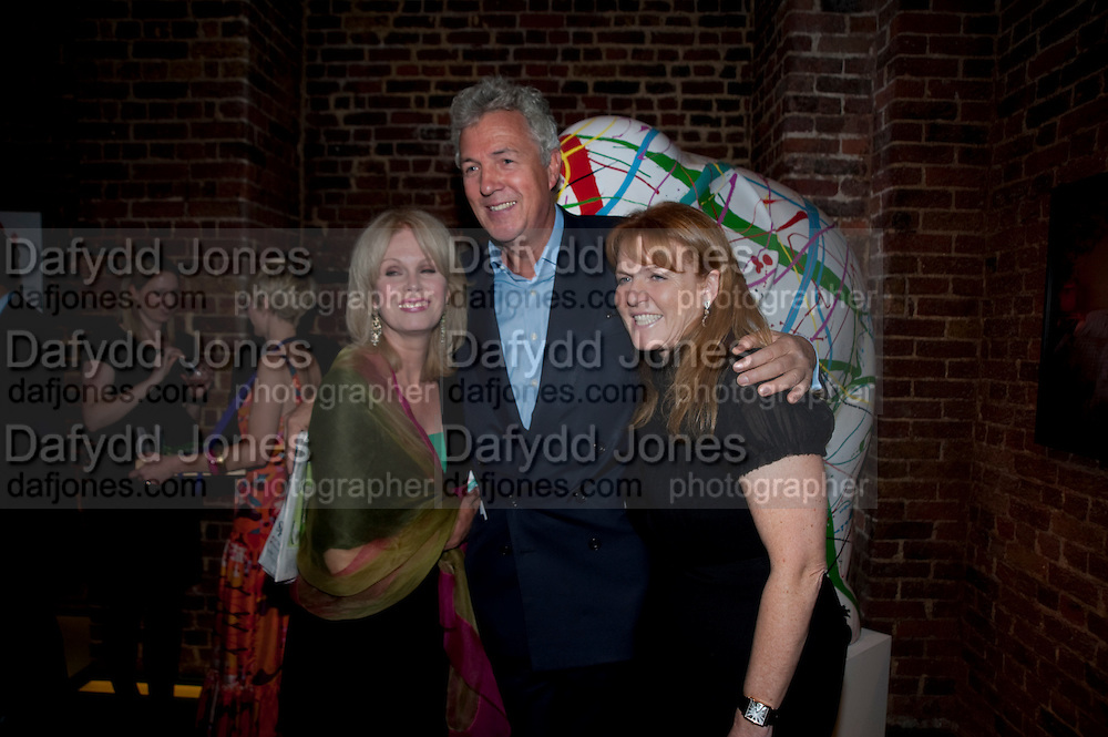 JOANNA LUMLEY; HENRY WYNDHAM; SARAH DUCHESS OF YORK, The launch party for Elephant Parade hosted at the house of  Jan Mol. Covent Garden. London. 23 June 2009.