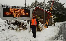 Mt Ruapehu-Snow closes road to Whakapapa Ski field