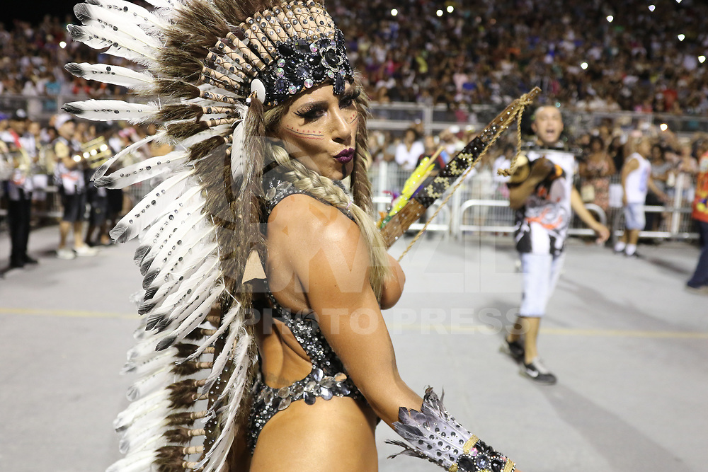 SAO PAULO, SP, 13.012018 - CARNAVAL-SP - Tatiane Minerato  técnico da escola de samba Gavioes da Fiel para o Carnaval 2018, no Sambódromo do Anhembi em São Paulo (SP), neste sábado (13). (Foto: Paulo Guereta/Brazil Photo Press)
