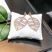 NLD/Waalre/20170130 - Lancering nieuwe juwelenlijn Leaves Dewdrops van Prinses Margarita , gouden oorbellen Leaves