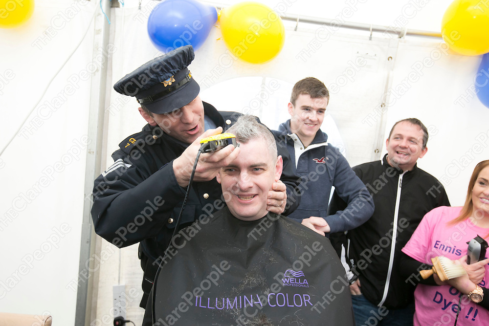 Sargent Paul Slattery about to shave Sargent Mark Murphy head  at  the Garda Shave or Dye event in O'Connell Square Ennis. .<br /> Pictured Credit Brian Gavin Press 22