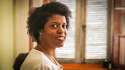 PORTO ALEGRE, RS, BRASIL, 21-01-2017, 12h17'55&quot;:  Retrato de Desiree dos Santos, 32, no espa&ccedil;o Matehackers Hackerspace, da Associa&ccedil;&atilde;o Cultural Vila Flores, no bairro Floresta da capital ga&uacute;cha. A  Consultora de Desenvolvimento de Software na empresa a ThoughtWorks fala sobre as dificuldades que enfrentadas por mulheres negras no mercado de trabalho.<br /> (Foto: Gustavo Roth / Ag&ecirc;ncia Preview) &copy; 21JAN17 Ag&ecirc;ncia Preview - Banco de Imagens