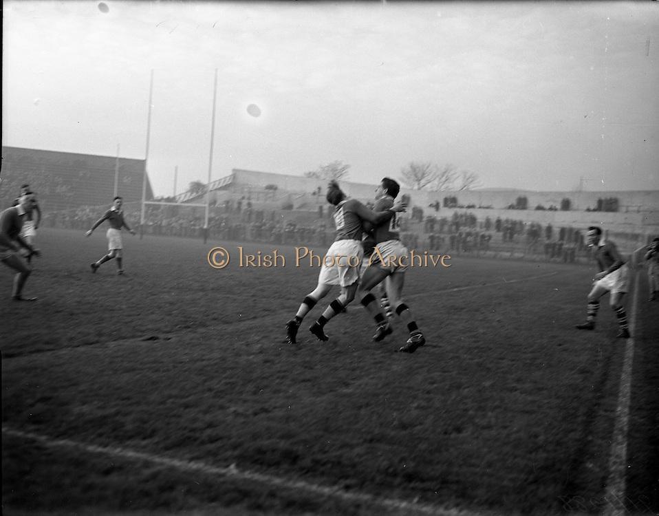 23/11/1952<br /> 11/23/1952<br /> 23 November 1952<br /> Interprovincial Rugby: Munster v Leinster at Lansdowne Road, Dublin.