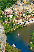 France, Aquitaine, Dordogne (24), Perigord Noir, vallee de la Dordogne, La Roque-Gageac, labellise Les Plus Beaux Villages de France // France, Aquitaine, Dordogne, Perigord Noir, Dordogne valley, La Roque-Gageac, Village on the banks of the Dordogne