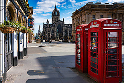 Edinburgh, Scotland, UK. 8 April 2020. Images from Edinburgh during the continuing Coronavirus lockdown. Pictured; View of an empty Royal Mile.