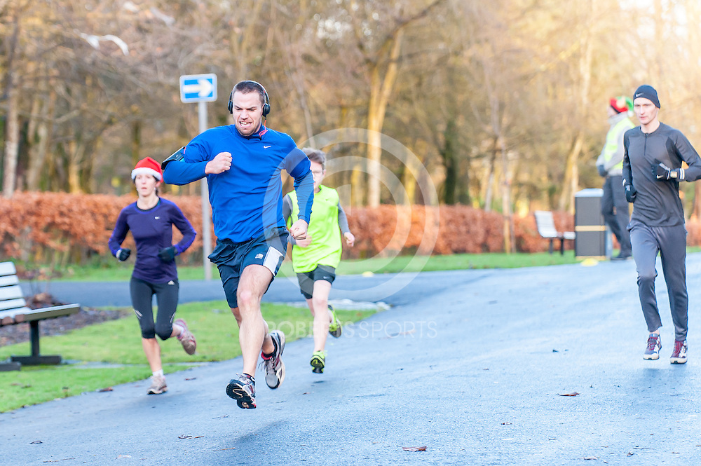 Images from the Springburn parkrun, 20 December 2014 at the Springburn Park, Glasgow. Photo: Paul J Roberts / RobertsSports Photo. All Rights Reserved
