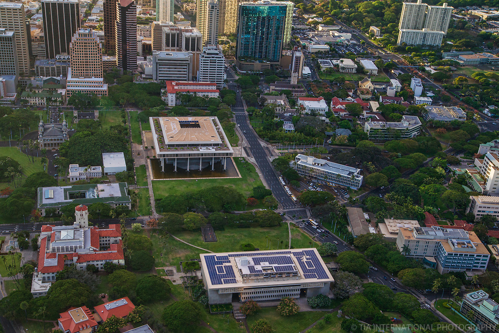 Hawaii State Capitol (center), Downtown Honolulu