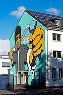 Europe, Germany, North Rhine-Westphalia, Cologne, mural by the German streetart artist Rakaposhii at a building at the Widdersdorfer Street, the painting was created during the first City Leaks Festival in September 2011, roof with solar energy plant...Europa, Deutschland, Nordrhein-Westfalen, Koeln, Graffiti des deutschen Streetart Kuenstlers Rakaposhii an einem Haus in der Widdersdorfer Strasse, das Wandgemaelde entstand  waehrend des 1. City Leaks Festivals im September 201, Dach mit Photovoltaikanlage... ***HINWEIS ZU DEN ABGEBILDETEN KUNSTWERKEN - RECHTE DRITTER SIND VOM NUTZER ZU KLAEREN*** ***PLEASE NOTE: THIRD PARTY RIGHTS OF THE SHOWN WORK OF ART MUST BE CHECKED BY THE USER***