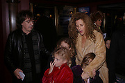 Bill and Suzanne Wyman and children, Mary Poppins Gala charity night  in aid of Over the Wall. Prince Edward Theatre. 14 December 2004. ONE TIME USE ONLY - DO NOT ARCHIVE  © Copyright Photograph by Dafydd Jones 66 Stockwell Park Rd. London SW9 0DA Tel 020 7733 0108 www.dafjones.com