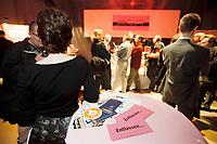 30 APR 2001, BERLIN/GERMANY:<br /> 1. deutsche Pink Slip Party: Entlassene IT-Fachleute von Dot.com Unternehmen sollen hier mit potentiellen Arbeitgebern zusammentreffen (Als Pink Slip wird in den USA der rosa Brief bezeichnet, in dem Kündigungsschreiben zugestellt werden), Reinbeckhallen, Berlin-Treptow<br /> IMAGE: 20010430-02/01-32<br /> KEYWORDS: New Economy, IT-Fachleute, IT-Branche, Entlassung, Arbeitslos, Headhunter, Pink-Slip-Party, New Economy